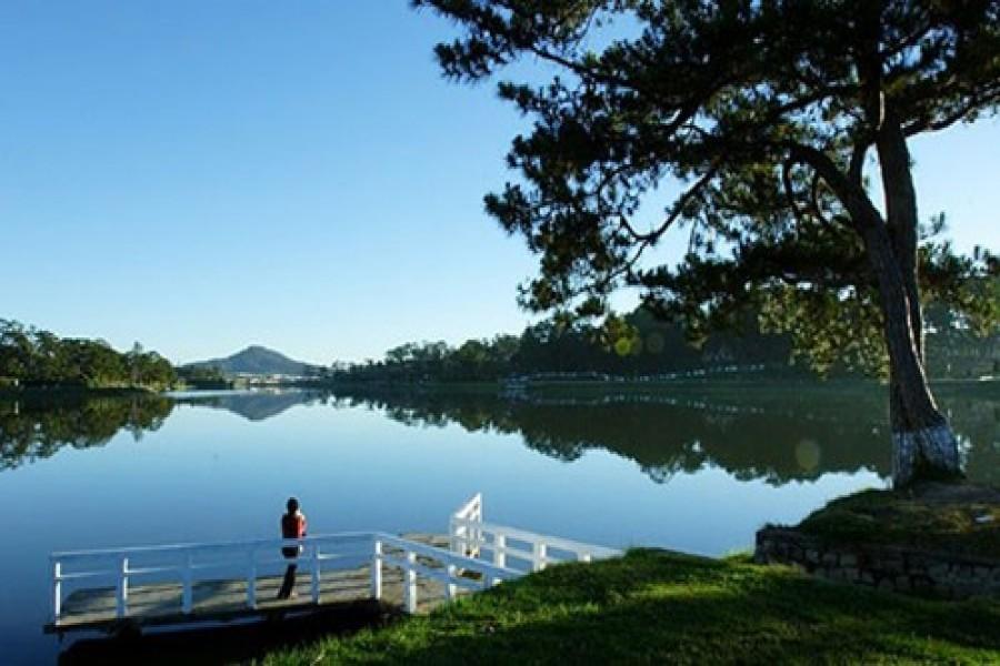 XUAN HUONG LAKE – THE MAIN LAKE OF DA LAT CITY